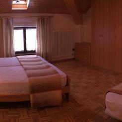 stanza matrimoniale con letto aggiunto